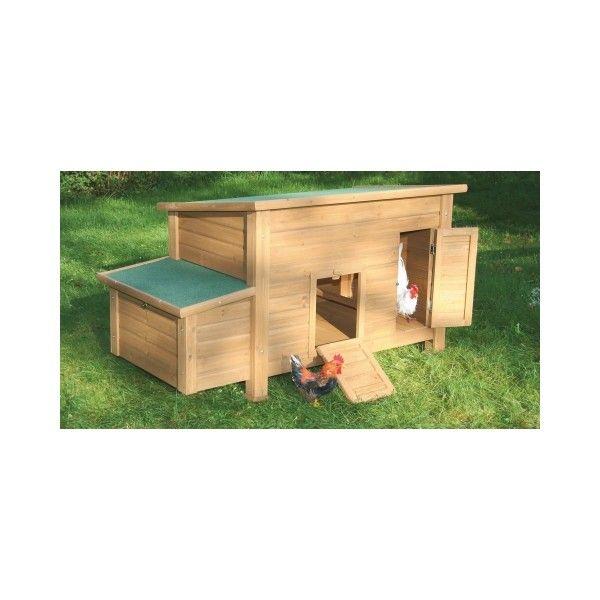 Hönshus i fint trä och med värprede. Hönshuset kan placeras i trädgården och hönsen kan värpa sina ägg i värpredet.