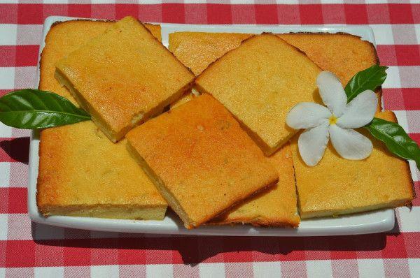 Фиадоне   Фиадоне — самый популярный и известный десерт на Корсике. Его так же называют «Корсиканский чизкейк», и хотя корсиканцы не будут слишком рады услышать это, он так же упоминается, как «Корсиканский торт с сыром рикотта» — известный итальянский пасхальный пирог. Фиадоне так же популярен на Корсике, как чизкейки в Америке. А теперь этот замечательный десерт станет одним из моих любимых, так как я очень люблю творожную выпечку, особенно без муки и особенно с добавлением цедры.