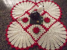 Tapete/forro de Mesa 2 em 1 Crochê Flores Bordado - 13647530 | enjoei :p