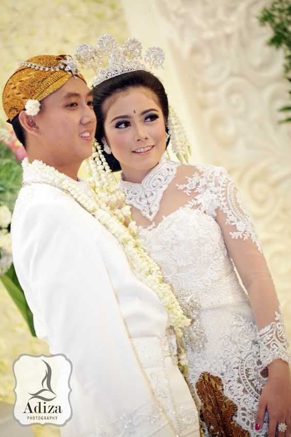 West of Java Traditional Wedding outfit. #Indonesian wedding #indonesian fashion #indonesian culture http://indostyles.com/