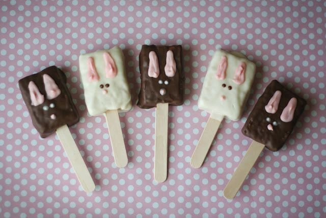 Rice crispy treat dipped in candy coating.: Idea, Chocolates Covers, Easter Bunnies, Schools Snacks, Easter Treats, Bunnies Pop, Rice Krispie Treats, Rice Crispy Treats, Treats Pop