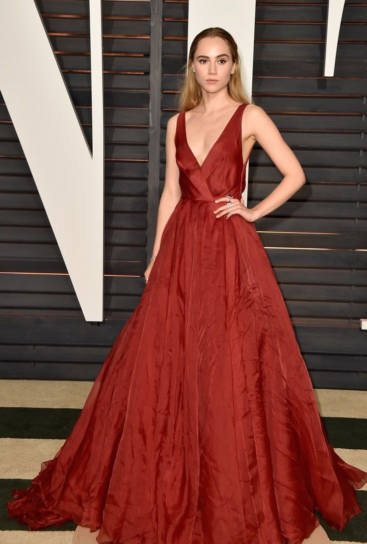 Suki Waterhouse wearing Burberry gown and Norman Silverman Diamonds at the 2015 Oscars Vanity Fair Party