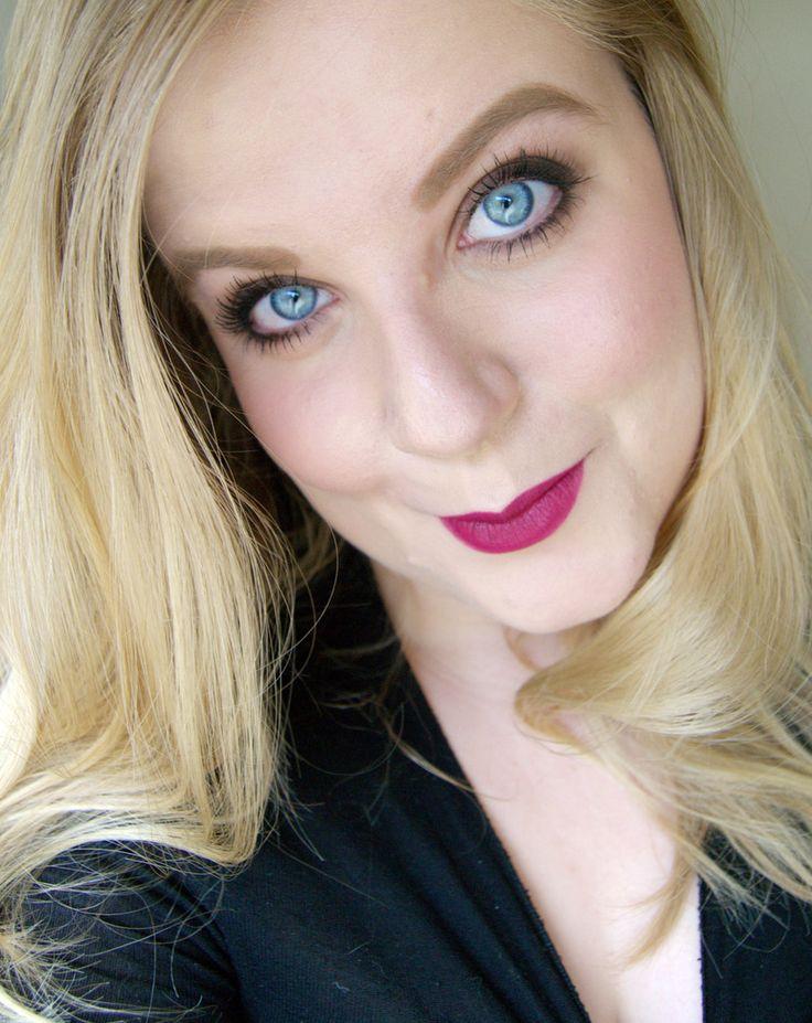 Grunge eyemakeup, dark plum lips, meaay eyeliner -http://www.liseemilia.com/