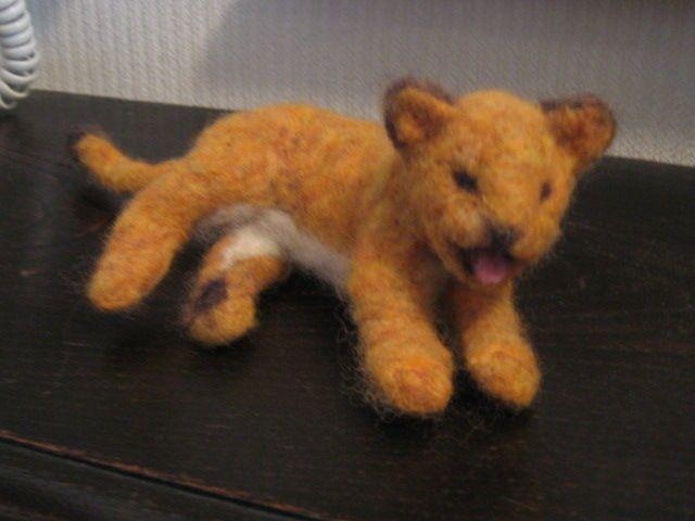 フェルト細工でライオンの赤ちゃんを作りました。