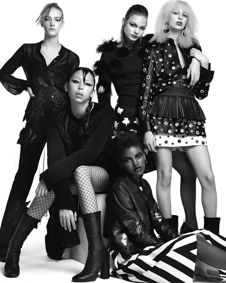 """Don't miss Annika Krijt, Steph Smith, Issa Lish & Lili Sumner shot by Victor Demarchelier inside our ✨Celebration Issue✨  Click on the link in our bio to…"""