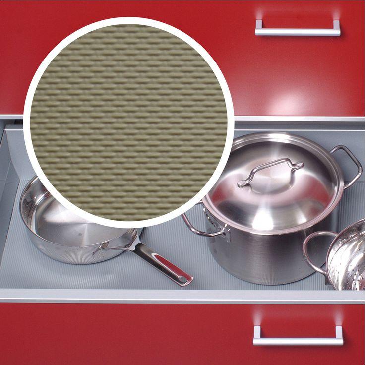 Hier rutscht kein Geschirr mehr hin und her. Antirutschmatte in Olivegrau. Gesehen bei: https://www.stauraum-shop.de/kueche/antirutschmatten.html