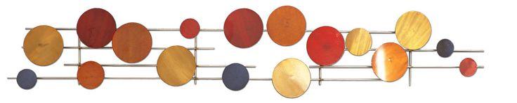 Escultura decorativa metálica, multicolorida, nas cores prata, vermelho, laranja, azul, laranja queimado e dourado, com motivo abstrato de bolinhas interconectadas - 130x20 cm - 15218 - R$ 311,00.
