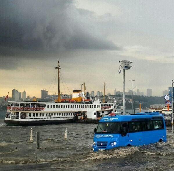 Şiddetli yağmur sonrası Üsküdar - Posta