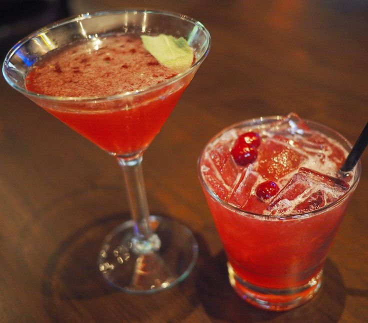 Tasty cocktails @brownsmarlborough to end the #MarlboroughVID event last night. Loved the Blueberry Sage Martini with beefeater gin fresh lime & blueberry and the Cranberry Sour with wisers special blend  fresh lemon & lime and cranberry cinnamon simple syrup. #delish #cocktails #yyccocktails #yum #sogood #blueberrymartini #cranberrysour #foodgram #foodstagram #foodpics #instagood #instafood #food52 #f52grams #yyceats #yycfood #marlboroughmall #thefeedfeed #brownssocialhouse #latergram