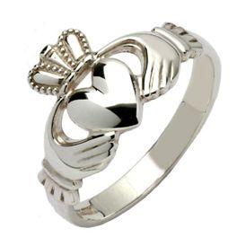 Imagen del anillo de Claddagh, representativo de Irlanda, el amor y la amistad, la lealtad y fidelidad.