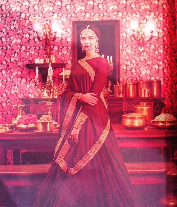 Watch! Deepika Padukone looks stunning in this traditional wear! | PINKVILLA