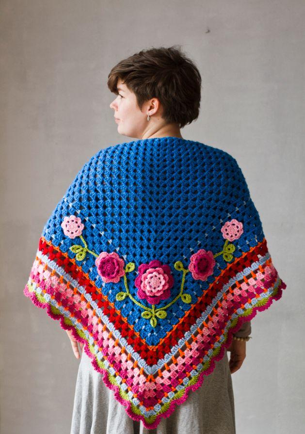 Crochet shawl #Crochet #Colorful #Flower #Blue #Haken #Omslagdoek #Blauw #Kleurrijk #Bloem #Carôt