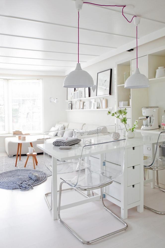 Inspiração branco total: 3. Home office com bancada para refeições!