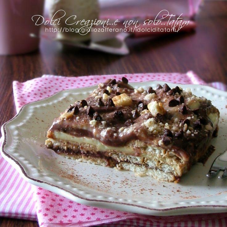 Il Dolce veloce con biscotti e budino è un goloso dolce al cucchiaio, una torta fredda alla vaniglia, cioccolato e caffè e si prepara senza troppa fatica