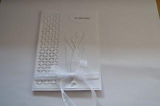 From Krebsens Korthus. Uses Memory Box Piestra Tile die and tulips die.