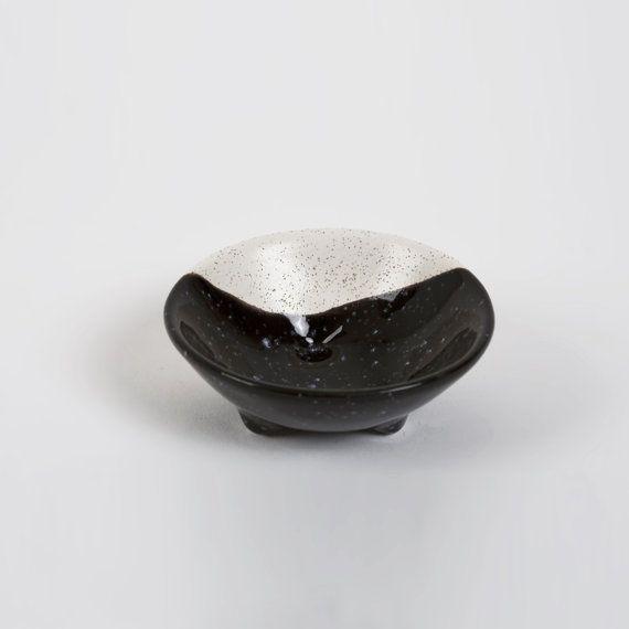 Ring Dish 3 legs Black and Ecru