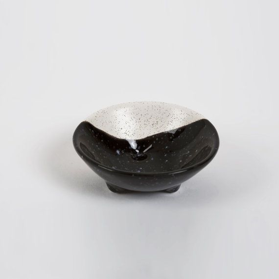 Ring Dish 3 legs Black and Ecru