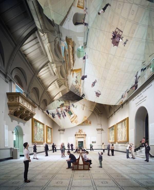 Enormi specchi riflettono e distorcono l'arte rinascimentale del V&A Museum di Londra | The Creators Project