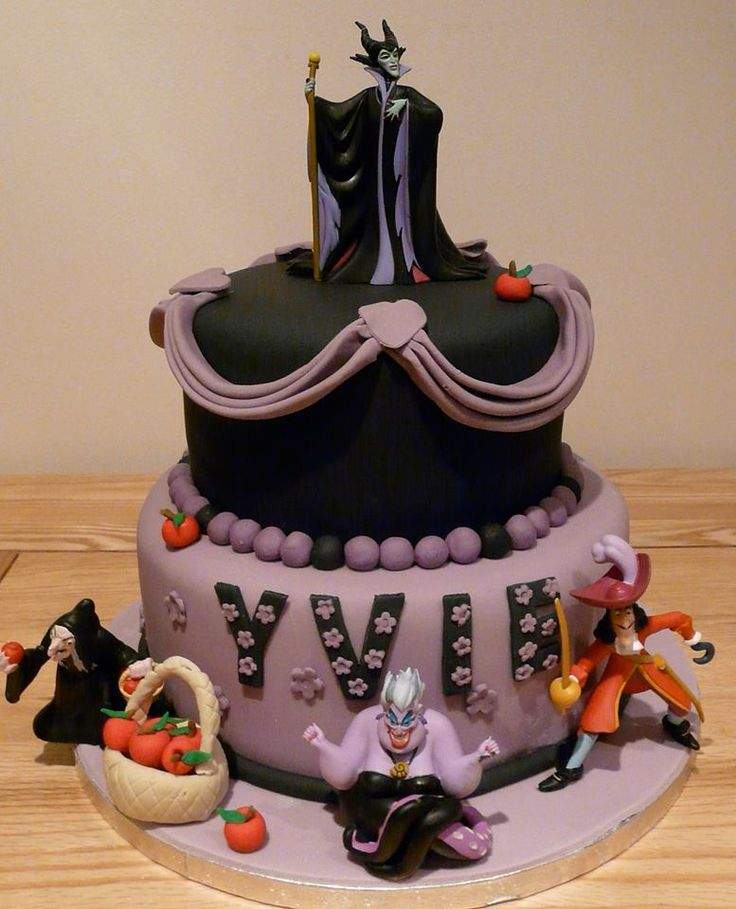 How much do you love this Disney villains cake from Let Them Eat Cake?!? #DisneyCakes