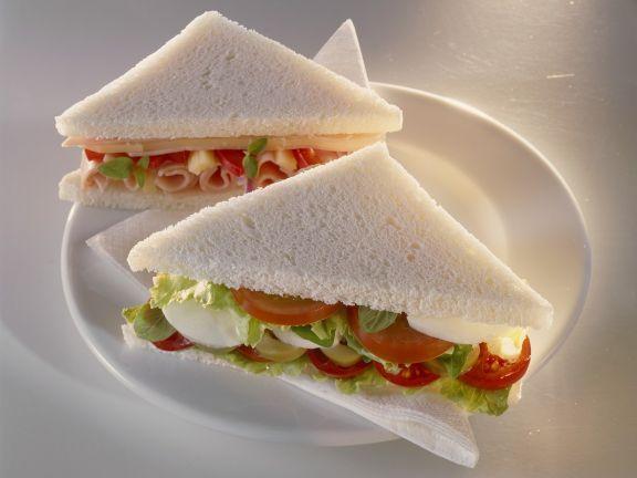Tomaten-Mozzarella- Sandwich ist ein Rezept mit frischen Zutaten aus der Kategorie Schwein. Probieren Sie dieses und weitere Rezepte von EAT SMARTER!