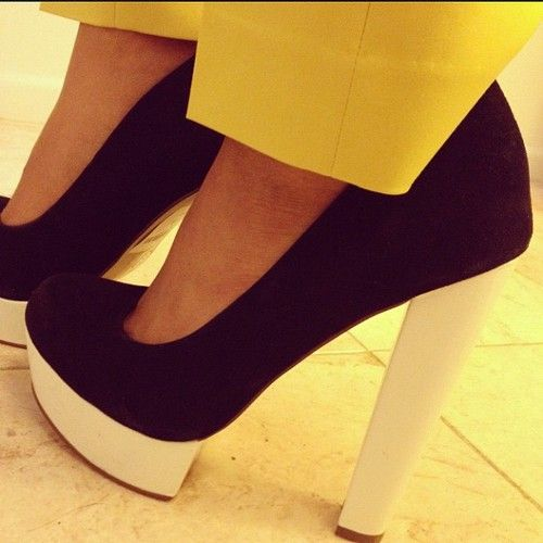 Fashion Style, Black And White, Colors Combinations, Pump, Black Heels, White Heels, Heels White, Shoes Shoes, Shoes Closets