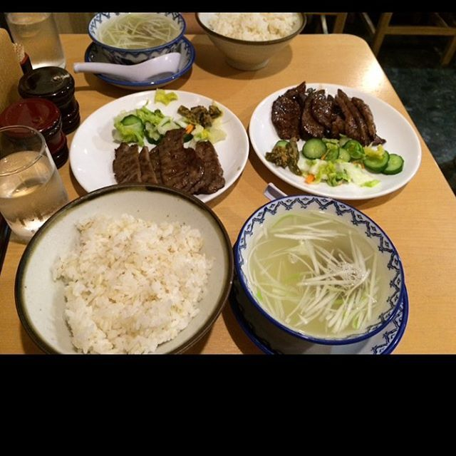 (´•̥ ω •̥` ) 仙台遠征の時に食べた牛タン定食✨ 牛タンを暫く食べてないなぁ。 最近は地元にも利休があるから便利な反面、現地に行かなくても食べられるので複雑な気持ち💦 でもやっぱ牛タン定食を食べたーい! #食べ物 #ごちそう #食事 #絶品 #ランチ #定食 #グルメ #旅 #お出かけ #ご当地 #美味しい #牛タン #素晴らしい #珍しい #素敵 #肉 #テールスープ #仙台 #遠征  #いただきます #ごちそうさまでした