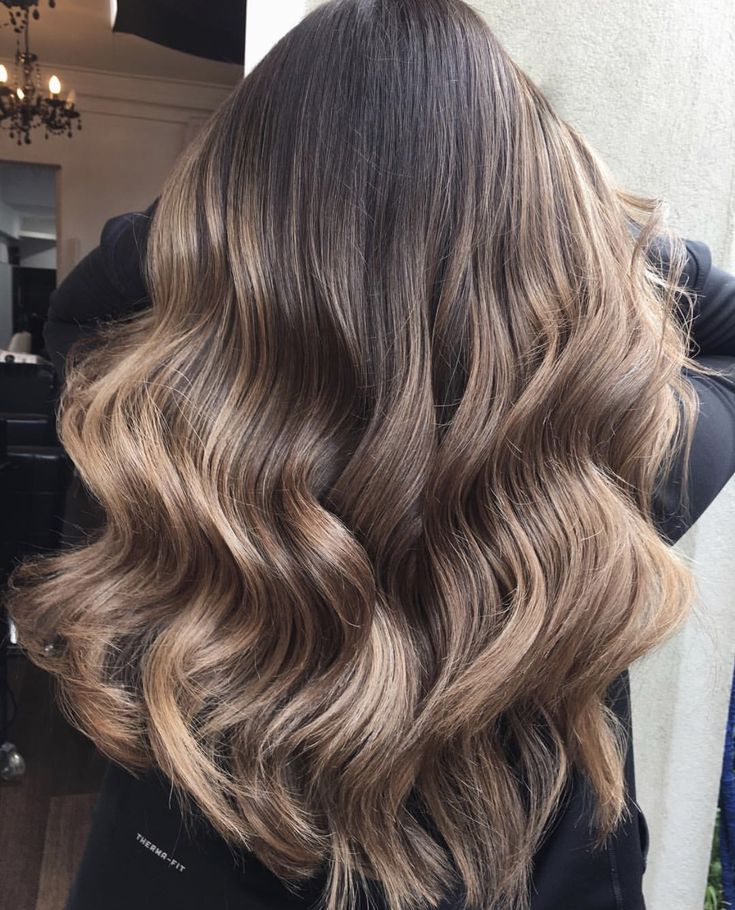Nice long style set off with perfect color, highlights and low lights, just all around an excellent color and style.