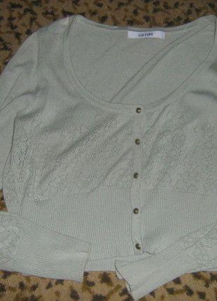Kup mój przedmiot na #vintedpl http://www.vinted.pl/damska-odziez/swetry-z-dekoltem-v/6156022-zielony-sweterek-zapinany