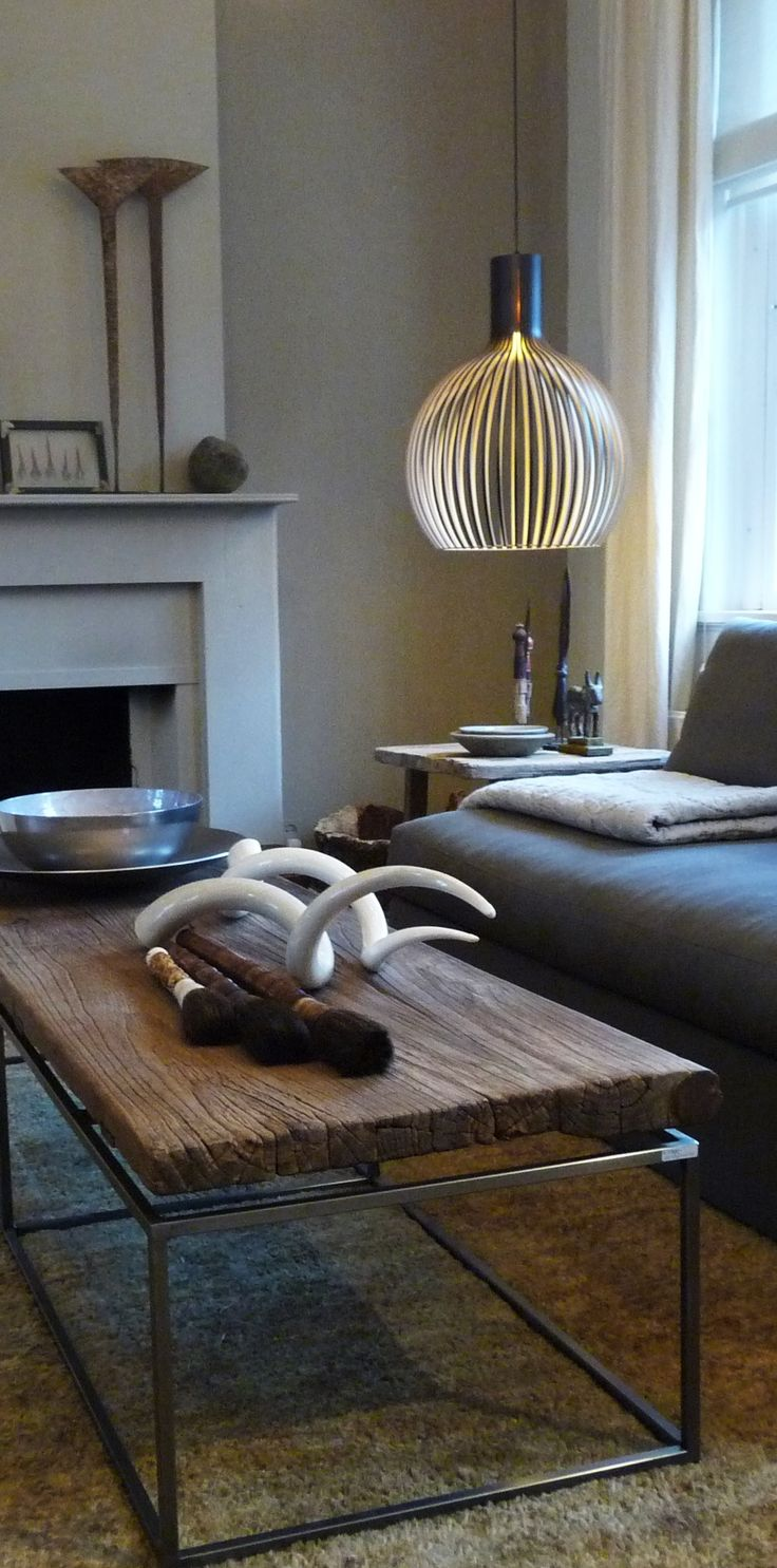 Hanglamp Octo; in wit, zwart of naturel berkenhout.Grotendeels handgemaakt. Meerdere modellen leverbaar.