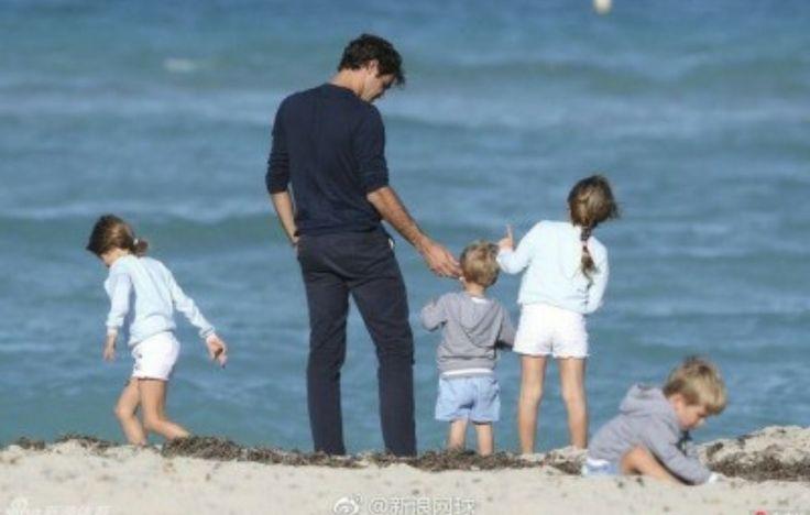 2017 Roger  Federer and kids