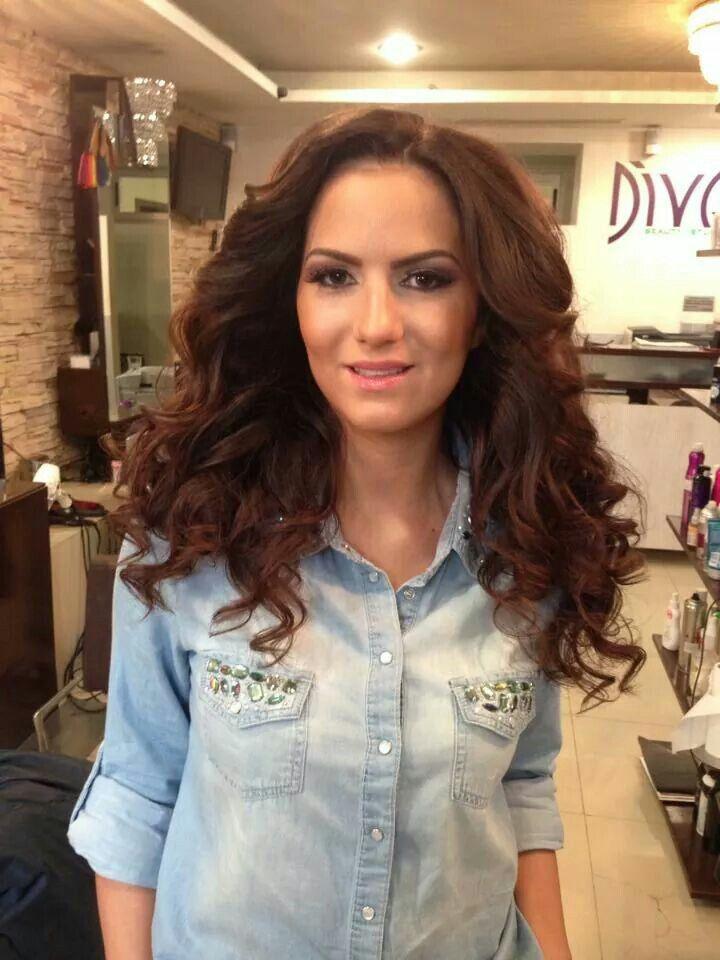 gorgeos hair with curls - divastudio.ro