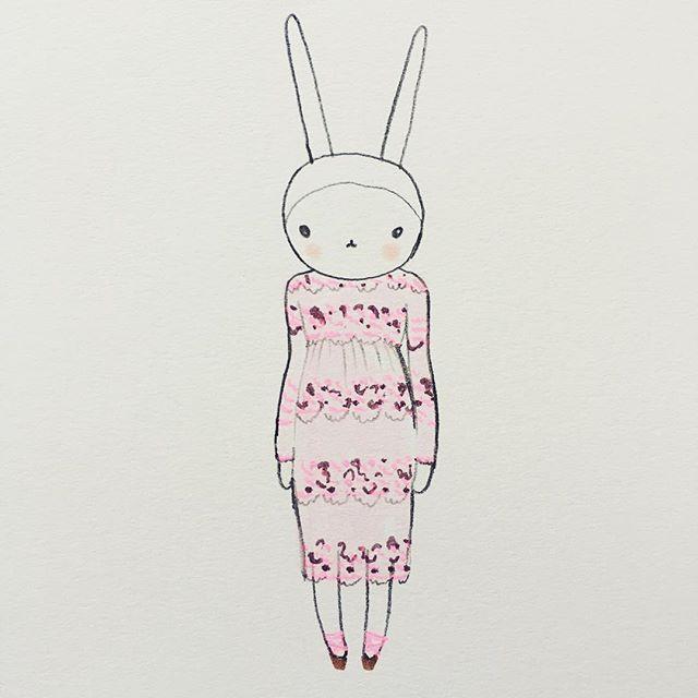 Tonight's look - neon lace midi dress #whatsyourlook #dinnerdate #fifilapin