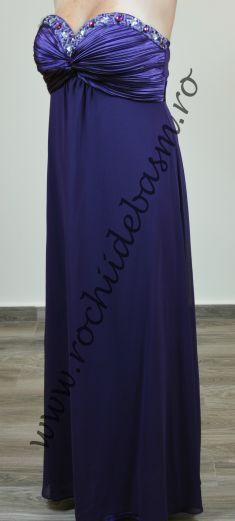 Rochie de seara mov cu margele, strasuri si paiete #rochiidesearamov #rochiidesearacuaplicatii #mauveeveningdresses