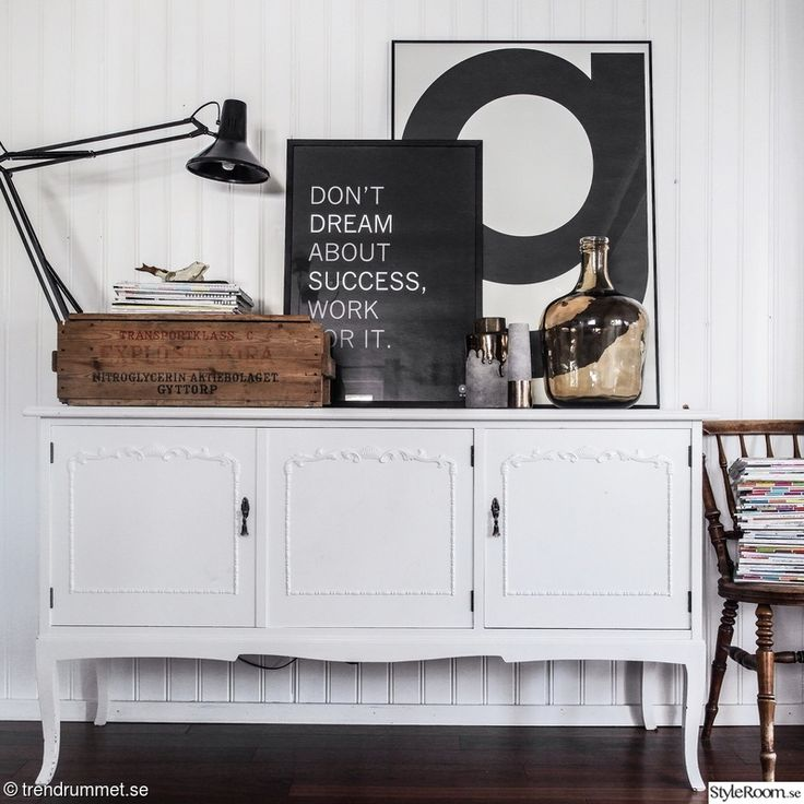 stol,loppis,byrå,vardagsrum,lampa