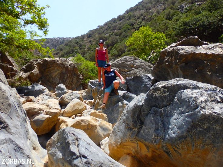Aposelemis Canyon Kreta   Aposelemis Canyon Kreta:Deze canyon is een hike waar we veel moeten klimmen en klauteren. Deze kloof is lang geleden gemaakt door de schaapsherders, zij maken hier nog dagelijks gebruik van. De kloof is adembenemend mooi, een natuur om nooit meer te vergeten. Onderweg komt u veel schapen en berggeiten tegen. Doordat er