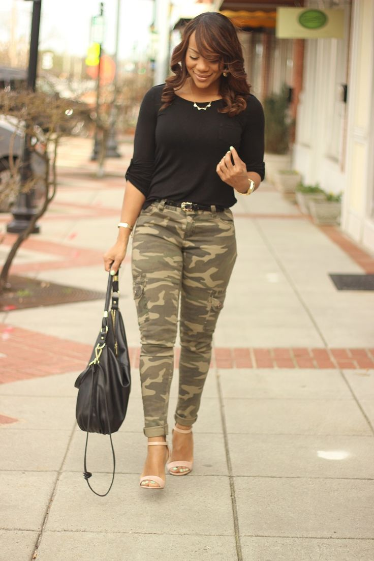 Can you ever go wrong with camo pants? Black tops are a great match to a basic green camouflage !