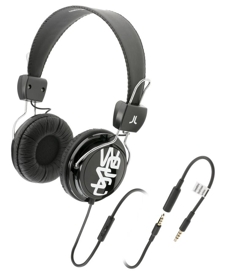 Cuffie per musica con prolunga per allungare il cavo e microfono per rispondere al telefono.  Driver di potenza 40 mm Sensibilità 1kHz: 120 dB Impedance: 32 Ohms Gamma difrequenza: 20-20 001 Hz Plug: gold-plated 3,5mm stereo Cavo: 0,5m + 1,0m extension + 0,1m adaptor, PVC Peso: 147g.    Prezzo: 45.00€    SHOP ONLINE: http://www.aw-lab.com/shop/accessori/cuffie/wesc-conga-premium-headphones-9906053