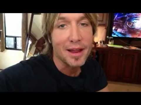 Keith takes a minute before going on stage at American Idol to fill you in on the latest! Tour, new music and All 4 The Hall!    Get more details at www.KeithUrban.net
