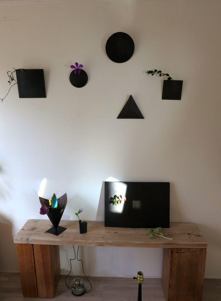 シンプルな形の花器たち