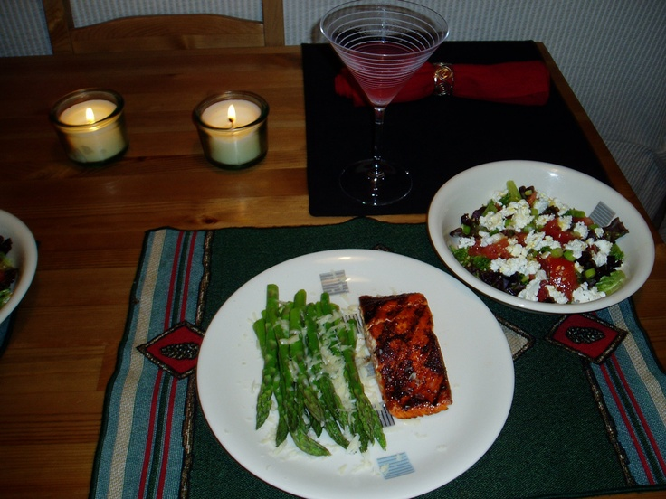 What we made for dinner the other night....yummmmm (salmon with Tom Douglas' Salmon Rub - steamed asparagus with a little lemon juice and grated parmigiano - salad with mixed baby greens, tomatoes, and goat cheese.)