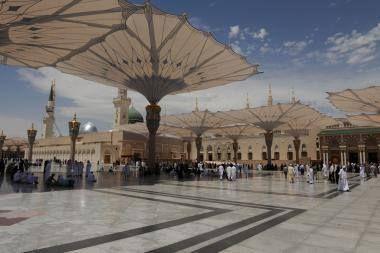 El milagro más importante del #Profeta (BPD) es el Corán. Fue un mensajero del monoteísmo y de la moralidad. Además  fue un líder espiritual religioso un reformador social y un líder político. El fundador de la religión islámica fue Su Santidad #Muhammad. Basándonos en los textos islámicos es el último Enviado de Dios hacia el ser humano.  La tumba del #Profeta #Muhammad (BPD) #islamOriente  Imagen en alta resolucion en:http://ift.tt/2ejXNfp
