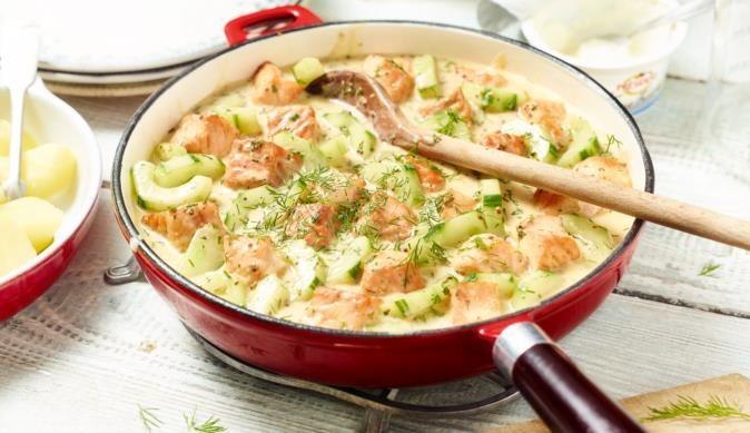 Ein leckeres Fischgericht von MAGGI. Saftiger Lachs und knackige Gurkenscheiben in einer crèmigen Senf-Dill-Sauce.