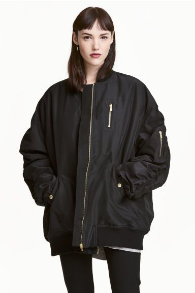 Oversized bomber jacket Model