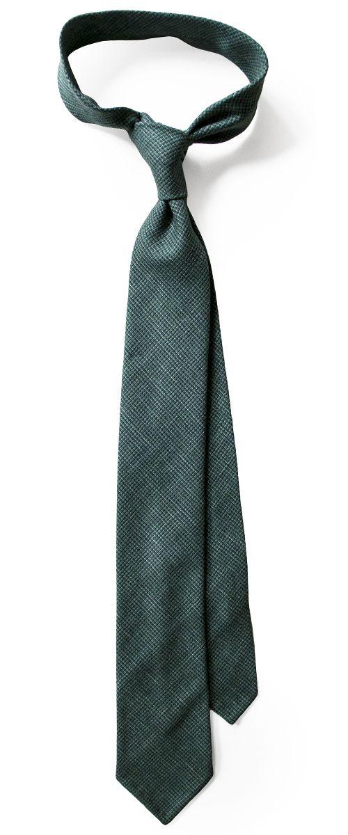 55 % wool, 25 % silk, 20 % linen; untipped; six fold tie.