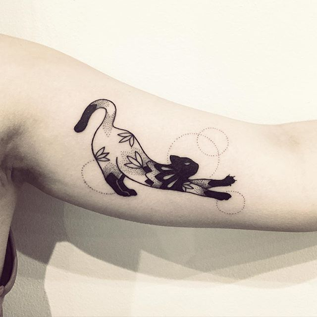 Merci beaucoup Angelina !!  #cat #tattoo #cattattoo #cutetattoo #violette #bleunoir #bleunoirtattoo #violettetattoo #geometrictattoo #blackwork #blackworkerssubmission #blacktattoo #blacktattoomag #blacktattooart #btattooing #inkstinctsubmission #skinartmag