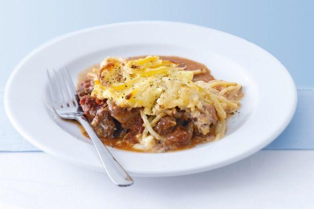 Πικάντικο+αρνάκι+με+μακαρόνια+και+σάλτσα+τυριού+στο+φούρνο