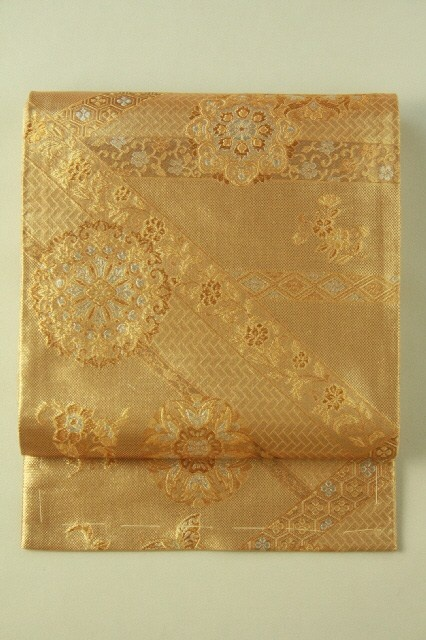 Gold fukuro obi (Rokutsu), Flower crest and abstract pattern / 金地 華紋幾何学文様 六通袋帯…