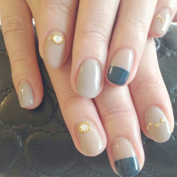 I like the color combination / taupe, slate blue, gold / but I wouldn't do the appliqué that's on the ring fingers...