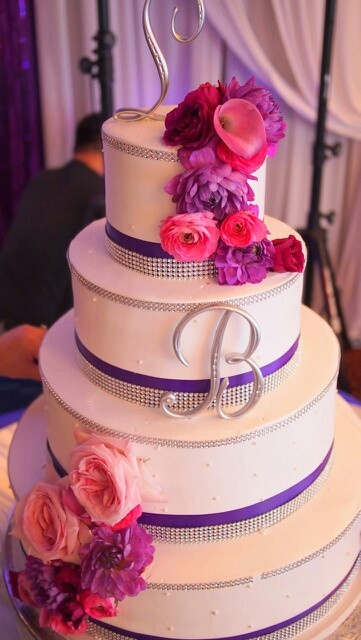 wedding cakes with pink and purple flowers 241 best images about purple pink blue wedding on 26083
