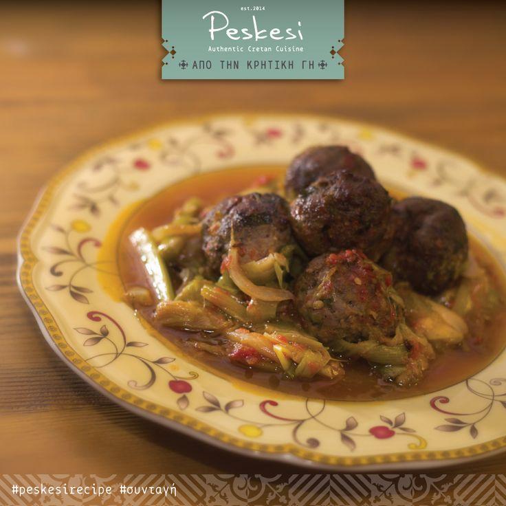Ένα πιάτο ταπεινό μα αγαπημένο, που περιλαμβάνει όλα τα απαραίτητα διατροφικά στοιχεία για να καλύψει τις ανάγκες μας! Σπιτικά #κεφτεδάκια με φρέσκα #πράσα στην κατσαρόλα! Η συνταγή μας κρατάει το παραδοσιακό άρωμα και διατηρεί τη φρέσκια ντομάτα στο μαγείρεμα όπως έκανε άλλωστε και η γιαγιά. Τα πράσα περιέχουν σημαντικά φλαβονοειδή αντιοξειδωτικά, μεταλλικά στοιχεία και βιταμίνες που έχουν αποδεδειγμένα οφέλη για την υγεία.